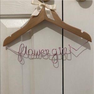 Flower girl hanger, pink/rose wire